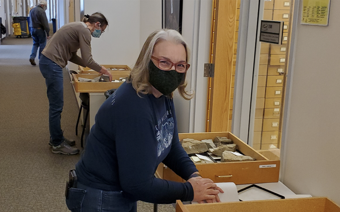 Volunteers Kathy and Teresa help sort through thousands of fossils for transfer to NHMU collections.