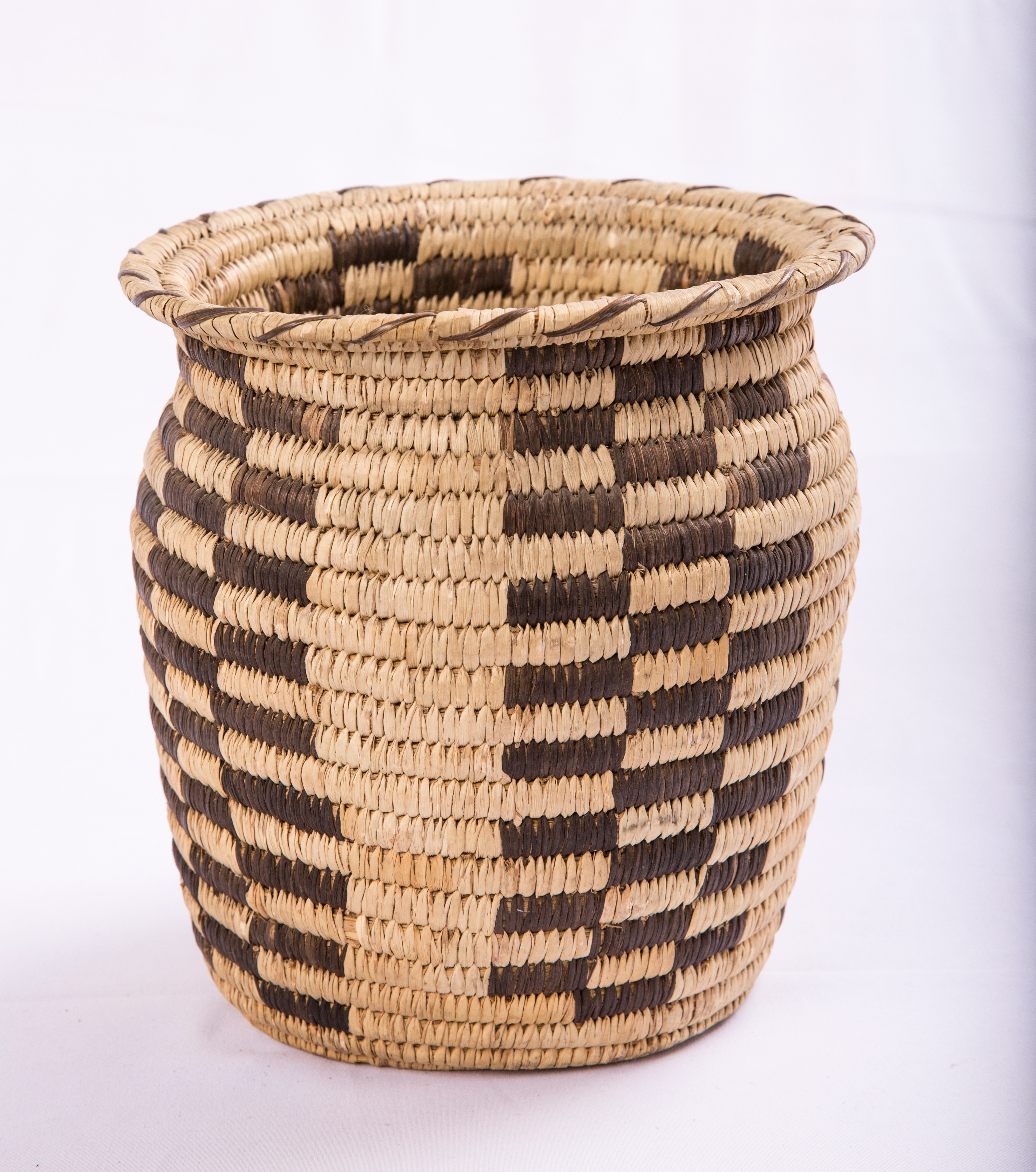 Tall rimmed basket with checked pattern