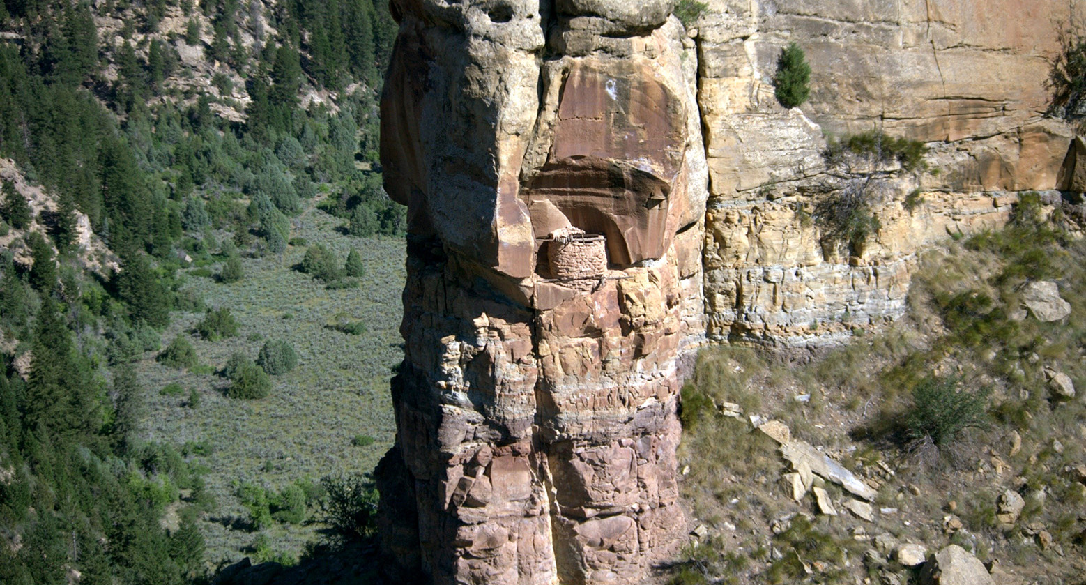 [image] Hide Your Stuff in Plain Sight: Up a 1,000-Foot Rock Face