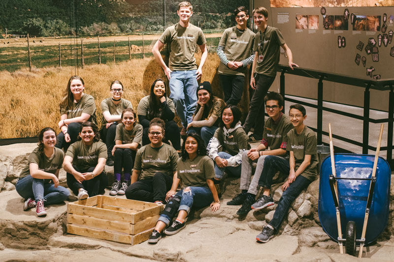 A group photo of teenager museum guides at NHMU.